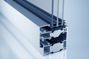 Mit einer Bautiefe von 77 mm bietet das Blockfenstersystem heroal W 77 i maximale Transparenz, Wärmedämmung und elegantes Design ohne sichtbare Flügel und Glasleisten.<br />