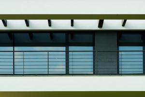 Die heroal C 50 Fassadensysteme eignen sich sowohl für den Privat- als auch für den Objektbau und lassen sich dank der heroal Oberflächenbeschichtung individuell an die Gebäudehülle anpassen.<br />
