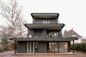 Die einfache Architektursprache unterstreicht den Charakter des Gebäudes. Vorlage waren Gartenhäuser wie man sie in den Nachbargärten finden kann<br />