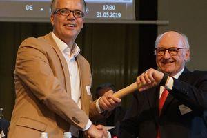 Staffelstabübergabe: Hans Georg Wagner (r.) gibt an den Neuen ab: Christoph Schild ist neuer Präsident