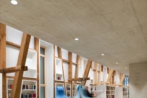 Das erste Obergeschoss: Hier beginnt deutlich ablesbar das Tennengeschoss mit dem offenen Fachwerk, das bis ins Dach hinein reicht