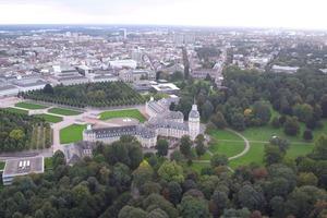 Städtische Park- oder Waldflächen wie z.B. im Karlsruher Schlossgarten werden für ein gutes Stadtklima immer wichtiger