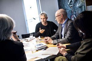 """Rege Diskussion in Berlin: Stefan Woehrlin und Matthias Reese von rw+ Architekten sprachen mit Beate Bellmann und Katja Reich über das Titelthema """"Regionales Bauen"""""""