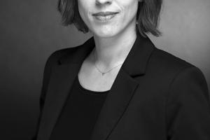 """Stefanie Matthys studierte an der RWTH Aachen. Sie ist Autorin und Mitherausgeberin mehrerer Publikationen zu Gesundheits- und Forschungsgebäuden. Seit 2017 ist sie Geschäftsführerin der gemeinnützigen Organisation """"European Network Architecture for Health (ENAH)"""", die sich der Förderung des interdisziplinären Austausches in Lehre und Forschung von Architektur im Gesundheitswesen widmet. Seit 2014 ist sie für die Nickl & Partner Architekten AG im Bereich Kommunikation und Marketing tätig."""