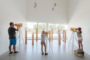 Das Ausstellungskonzept stand bereits vor dem Architektenwettbewerb fest: Jährlich machen 15 Mio. Zugvögel in riesigen Schwärmen Rast im Wattenmeer. Die Besucher begleiten sie auf ihrer Reise