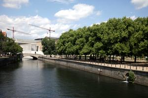 So sehen Chipperfield Architects am liebsten ihren Neubau: Blick von Süden, von der Schlossbrücke aus
