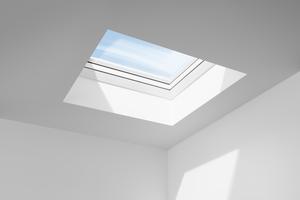 Viel mehr Lichteinfall als beim Fassadenfenster schenkt das Flachdach-Fenster KONVEX-GLAS<br />
