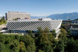 Den Architekten war wichtig, die Gebäudehülle hinsichtlich einer optimalen Tageslichtnutzung in der Gebäudetiefe zu gestalten