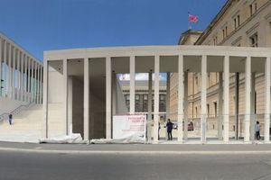 Panorama: Haus Bastian, James-Simon-Galerie (Pergamonmuseum dahinter) und Neues Museum mit teilhistorischer Kolonnade (mehr Bilder auf DBZ.de)