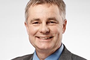 Rainer Blum ist Diplom-Bauingenieur und Leiter Anwendungstechnik bei dem Holzfaserdämmstoffhersteller GUTEX. Blum befasst sich seit ca. 20 Jahren mit den Anwendungsmöglichkeiten von Holzfaserdämmproduktenwww.gutex.de
