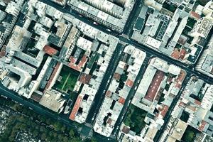06–08 Reduzierung des Lärmpegels durch schallabsorbierende Fassadenflächen in einer Straße