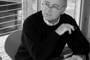 Rolf Disch ist Architekt und Gründungspartner des Planungsbüros Rolf Disch SolarArchitektur. 1994 gelang ihm mit dem Heliotrop der Durchbruch zum ersten Plusenergiehaus weltweit. www.rolfdisch.de