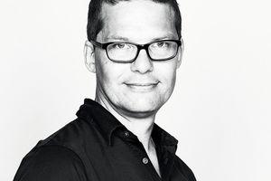 """Anders Smith ist Architekt, Industriedesigner und Vorstandsmitglied der """"Property Foundation Copenhagen International School"""". Heute ist Anders Smith Partner bei SolarLab. SolarLab beteiligt sich an Forschungs- und Entwicklungsarbeiten.www.solarlab.dk"""