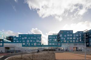 Mit einer Gesamtfläche von 6048 m² gehört die Copenhagen International School zu den größten gebäudeintegrierten Solarkraftwerken Dänemarks