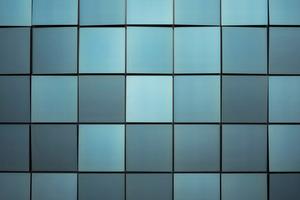 Obwohl die Solarmodule eine blau-grüne Farbe haben, ist die Energiegewinnung immer noch sehr hoch. 90–95 % der Lichteinstrahlung gehen durch das Glas hindurch und treffen auf das dahinter liegende Solarpaneel