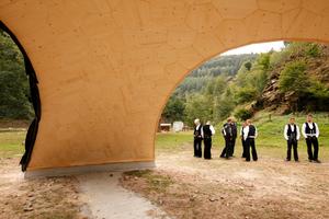 Digital produziert, von Handwerkerhänden gebaut: der Holzpavillon am zukünftigen Holz-Forschungscampus der TU Kaiserslautern