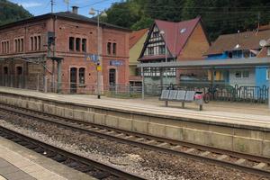 Ankommen, austeigen nicht vergessen, entspannen, weiterfahren (im Idealfall mit dem Rad) ins idyllische Glasertal mit demnächst Holzbauhightec der TU Kaiserslautern