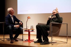 Im Gespräch mit Dr. Oliver Herwig ... auch über die Geschichte der Tolomeo von Artemide, eine Tischleuchte, die de Lucchi zusammen mit Giancarlo Fassina 1987 entworfen hat und die zu den meistverkauften Leuchten in der Welt zählt