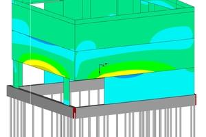 Das statische Raummodell zeigt, dass der Neubau auf 11m langen Mikropfählen ruht und nicht unterkellert ist. Denn im Erdreich befinden sich noch die Fundamente der alten, 1938 zerstörten Synagoge und mögliche weitere archäologische Funde