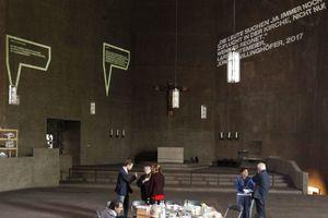 """Blick in die aktuelle Ausstellung """"Fluch und Segen"""" vom M:AI"""