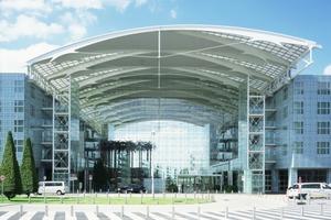01 Die Seilnetzfassade des Hilton Munich Airport (ehemals Hotel Kempinski)