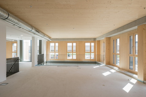 Das Holz im Innenraum des HoHo Wien ist belassen