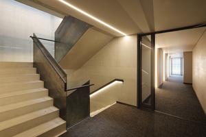 Treppenhaus und Flure sind zweckmäßig gestaltet. Die Lichtlinien helfen nach Einbruch der Dunkelheit bei der Orientierung