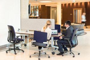 Rückzugsorte für moblies Arbeiten, die zugleich wohnlich und funktional sind, passen aus Platzgründen nicht in jede Hotellobby. Mobile Möbel bieten hier eine Lösung
