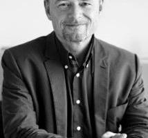 Burkhard Remmers studierte Germanistik und Geschichte an der Universität Augsburg. 1988 folgte der Quereinstieg in die Büromöbel-Industrie. Seit 1995 arbeitet er bei Wilkhahn. Als Leiter Internationale Kommunikation verantwortet Remmers heute die interne und externe Öffentlichkeitsarbeit.www.wilkhahn.de
