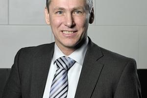 Dr. Peter Arens ist ausgebildeter Mikrobiologe und Leiter des Produktmanagements bei SCHELL. Seit mehr als 20 Jahren ist er Mitglied in nationalen und internationalen Regelwerkskreisen des CEN, DVGW, VDI und des DIN.www.schell.eu