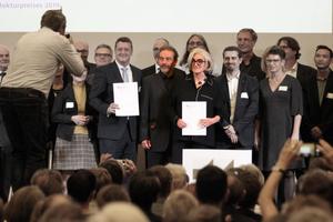 Gewinner des Deutschen Architekturpreises 2019 (v. l.): Piero Bruno, Donatella Fioretti und José Gutierrez Marquez mit allen Projektbeteiligten