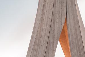Der Urbachturm ist eine bisher weltweit einzigartige Holzkonstruktion aus selbstformenden Holzbauteilen