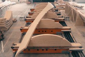 Aufspannung der gekrümmten BSH-Platten für CNC Bearbeitung