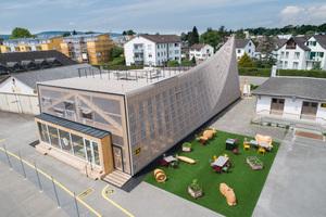 FAT ARCHITECTS entwickelten den Pavillon auf der Basis der Free-Form-Technologie. Die entstandene Plattorm dient als Aussichtspunkt über das Gelände