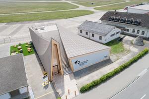 Am Rande des Militärflughafens Dübendorf soll ein Innovationspark entstehen. Hier wirbt der Infopavillon für die Ansiedlung von Technologieunternehmen