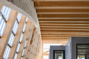 Die Intention von Architekten und Holzbauunternehmen: Modulbau und Free-Form zu kombinieren und den hohen Stand der präzisen Fertigung zu zeigen
