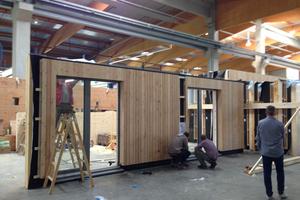 Die Komponenten und Bauteile des Projekts entsprechen dem Passivhaus-Standard. Dennoch wurden die Gebäude nicht als Passivhäuser zertifiziert, um in den Wohnungen Heizungen anbieten zu können