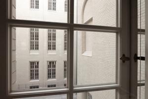 Weißer Klinker: Schon Ihne wusste um den Vorteil reflektierender Wände in engen (Licht)Höfen. Heute müssen deshalb auf den Nordfassaden spezielle Sonnenschutzgläser verbaut werden
