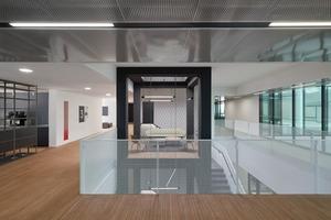 Prägende Flächen in dem Bürogebäude sind die kollaborativen und die kommunikativen Zonen, wodurch das Haus auch als non-territoriales Büro-Konzept funktionieren würde