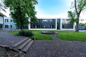 """""""Wir wollten zeigen, dass Gebäude in Modulbauweise nicht nur als klassische Ein- oder Zweispänner errichtet werden können. Das ursprünglich für eine konventionelle Bauweise konzipierte Gebäude konnte nach einigen Anpassungen problemlos in Modulbauweise ausgeführt werden."""" Till Kuhlmann, Architekten Kuhlmann & Partner, Heidelberg"""