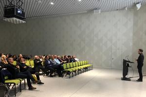 Christoph Richter, Richter Musikowski Architekten, vor gut 100 ArchitektInnen im Futurium