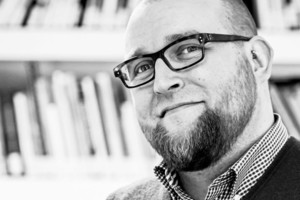 Autor: Thomas Lehmann ist Architekt aus Aachen und beschäftigt sich seit 2012 mit dem Thema CO<sub>²</sub>-Emissionen im Gebäudebereich. Er betreut und leitet Projekte in der Bau- und Nachhaltigkeitsforschung, er lehrt darüber hinaus an der FH Aachen bei Architekten und Ingenieuren und ist überregional für die Scientists for Future als Referent von Vorträgen oder bei Workshops tätig.