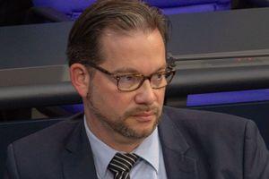 Florian Pronold an seinem Arbeitsplatz im Deutschen Bundestag 2019