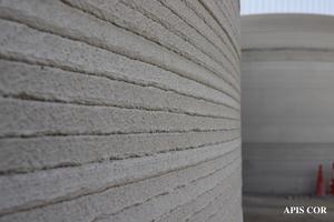 Die Wände bestehen aus einzelnen Schichten lokalem Material