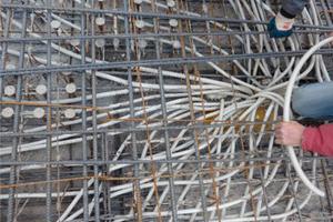 09 Störende Kabelführung in der Stahlbetonplatte, 2007