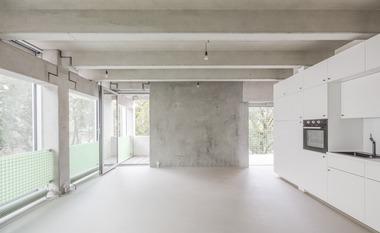 Die maschinengeglättete Seite der Betonfertigteilwände sollten aus gestalterischen Gründen nach Innen zeigen