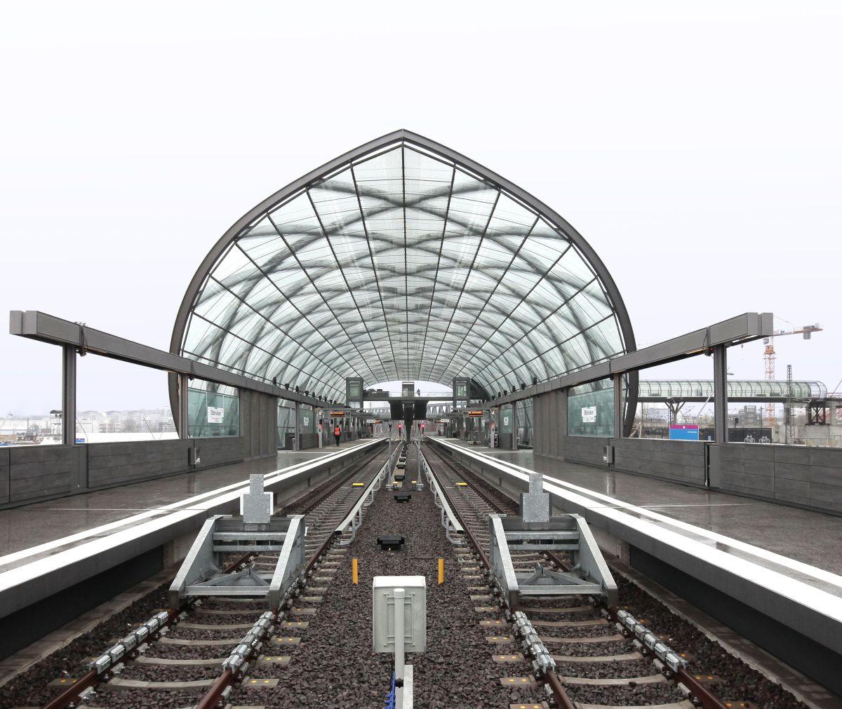 Elbbrücken-Bahnhöfe sind fertig - Deutsche BauZeitschrift