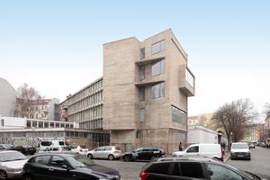 """Ort der Pressekonferenz: Das ExRotaprint, so die Biennale made in Germany Macher, sei als Modell für eine Stadtentwicklung, die Profit mit Eigentum ausschließt und einen offenen, heterogenen Ort für Alle schafft, eine idealer Ort für die Präsentation ihres Projekts: Konzept deutscher Pavillon Venedig 2020: """"2038"""""""