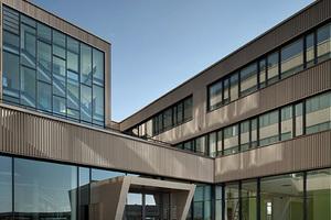 01 Das Technologiezentrum Seestadt setzt als Passivhaus und Nahe-Null-Energiegebäude ökologische Standards für das derzeit größte Stadtentwicklungsprojekt in Wien, die Seestadt Aspern