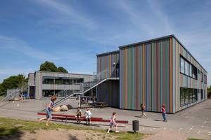 Das alte Schulgebäude wurde durch einen Neubau ersetzt, der für 160 Schüler unter anderem Lernlandschaften sowie<br />einen Werk- und einen Musikraum<br />bietet